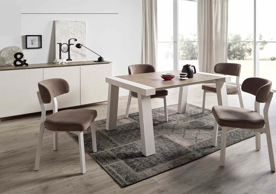 Reyna Dining Table w/Coma Chairs Image